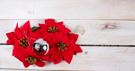 Esferas, regalos gorros y adornos navideños