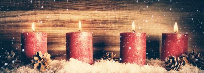 4. Advent, Kerzen mit Schnee