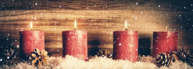 3. Advent, Kerzen mit Schnee