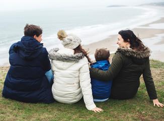 Happy family enjoying at the beach Fototapete
