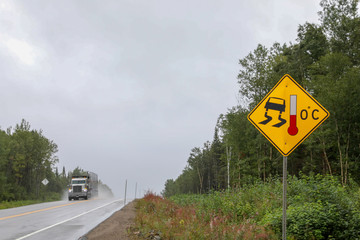 Road sign in the Tadoussac area
