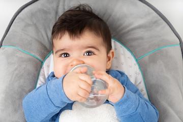Baby mit Flasche