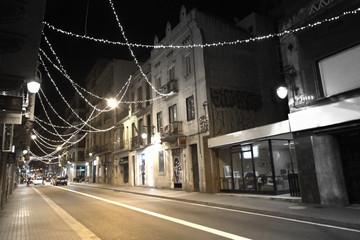 Luces de navidad en el barrio de Gràcia de la ciudad de Barcelona