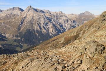 Alpenlandschaft oberhalb vom Splügenpass mit Teurihorn