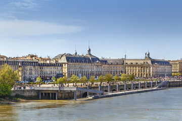 Fototapete - View of Bordeaux city center, France