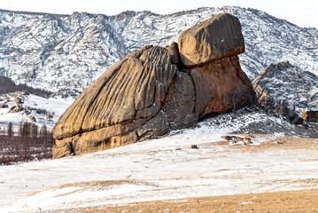 Der sog. Schildkrötenfelsen im Teredsch, einem Naturschutz- und Naherholungsgebiet nordöstlich von Ulan Bator, der Hauptstadt der Mongolei