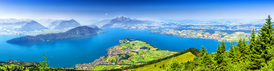 Beautiful view to Lucerne lake (Vierwaldstattersee ) and mountain Pilatus from Rigi, Swiss Alps, Central Switzerland. Fototapete