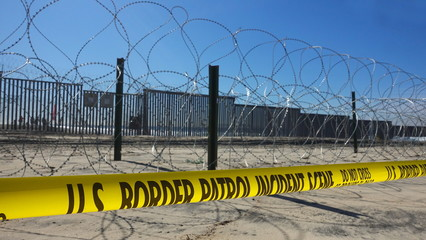 Fortifications along US-Mexico border