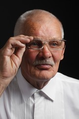 Contemplative old man in glasses