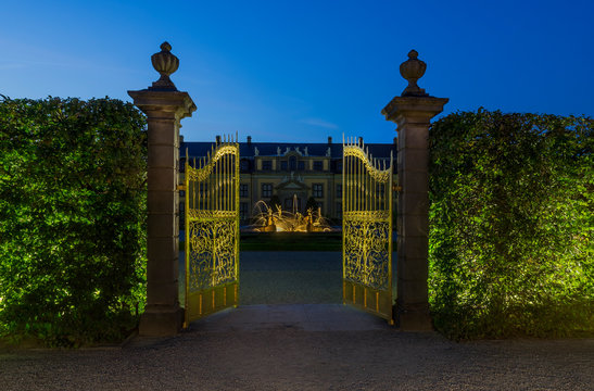 Germany, Lower Saxony, Hanover, Herrenhaeuser Gaerten, Orangenparterre, Gallery in the background, Golden Gate in the evening