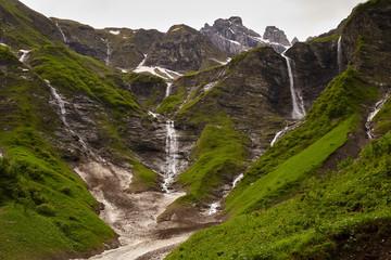 Wasserfälle am Talschluss des Traufbachtales im Frühling