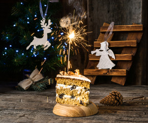 Traditional russian Honey cake. winter composition. christmas photo. New Year decorations. Angel, christmas deer. Xmas decoration. Honeycake, sparklers. garland on christmas tree. Pudding.
