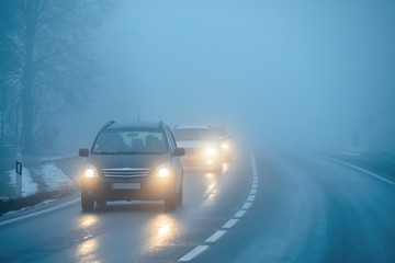 Cars on the road in the fog Fotomurales