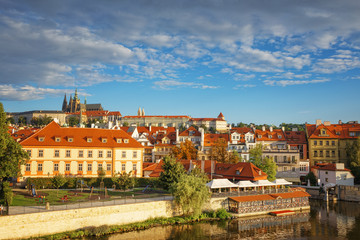 Papiers peints Prague .Morning in Prague. View of Prague Castle, Charles Bridge and the Vltava River Embankment. Czech Republic.