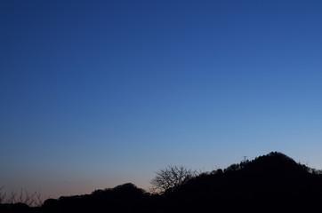 夕景 低山のシルエット