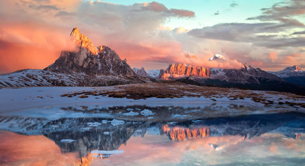 Wunderschöner Sonnenuntergang am Passo Giau in der Dolomiten