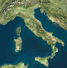 Vista satellitare dell'Italia. Cartina fisica italiana, rilievi pianure e mari. Mar Mediterraneo. Mappa. 3d rendering