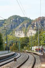 Der Bahnhof von Rathen im Elbsandsteingebirge in der Sächsischen Schweiz