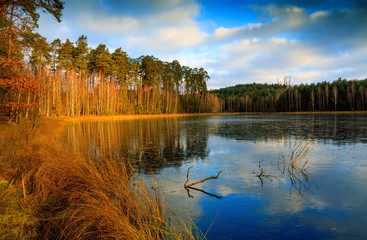 Jesienne Jezioro Skute Lodem