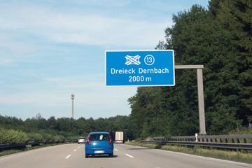 Dreieck Dernbach, Ausfahrt 13.Wegweisertafel auf Autobahn 48