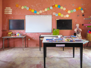 Klassenzimmer der Grundschule (Escola primária) in Povoacao Velha, Boa Vista, Kapverden, Afrika