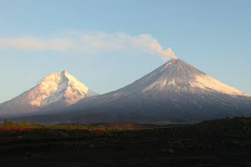 Fond de hotte en verre imprimé Volcan The Kamchatka volcano. Klyuchevskaya hill. The nature of Kamchat