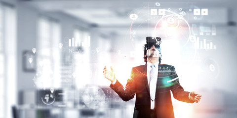 Experiencing impressive virtual reality. Mixed media