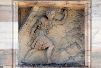 Samson carries away the Gates of Gaza. Marble relief on the facade of the Milan Cathedral , Duomo di Santa Maria Nascente, Milan, Lombardy, Italy