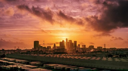 Fototapete - Sunset sun setting behind city of Los Angeles downtown skyline at sunset, changing to night. 4K UHD Timelapse.