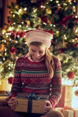 Beauty girl with Christmas gift box..