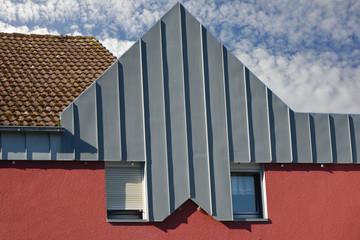 Fassade einer modernen Gewerbehalle