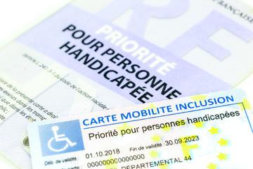 ancienn e et nouvelle carte invalidité