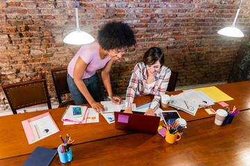 Young business women working on laptop