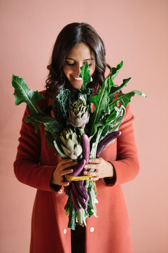 Cheerful model with vegetable bouquet