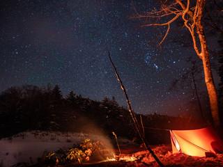 冬の星空とテント