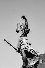 Photo sur Toile Art Studio Statue of Lady Justice in front of the Romer in Frankfurt - Germany