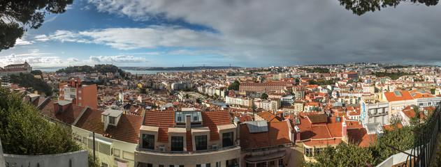 Panoramique sur Lisbonne depuis le Miradouro da Senhora do Monte , Portugal