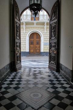 Entrada a edificios antiguos de la ciudad de Córdoba Argentina