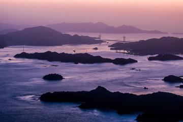 日本、瀬戸内海、しまなみ海道、秋の絶景、三原、竜王山展望台の朝日