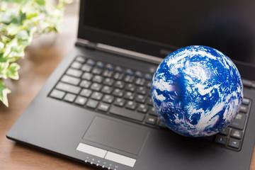 地球とパソコン