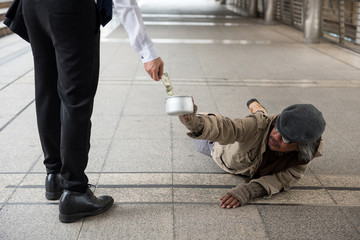 Man give money to disabled homeless man