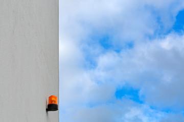 Signalleuchte Anzeige Signal an Hauswand