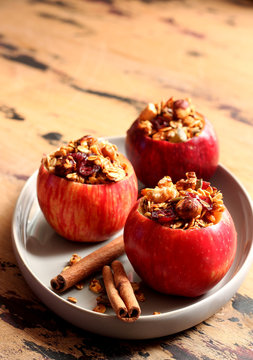 Baked red apples with granola and honey