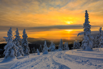Fototapete - Snow Covered Mountain Sunset