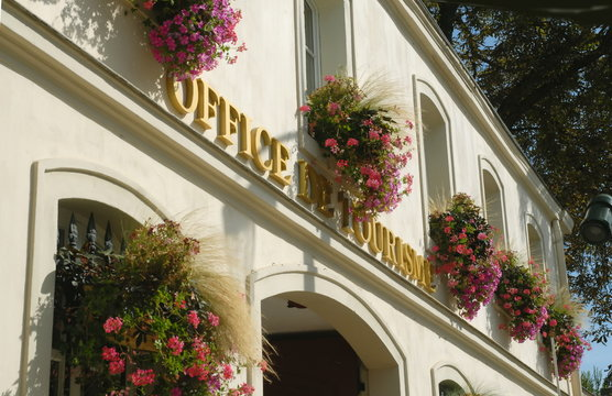 Ville d'Epernay, façade fleurie de l'Office de Tourisme, département de la Marne, France