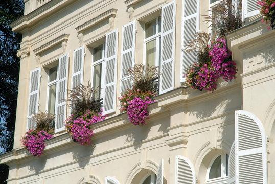 Ville d'Epernay, jolie façade fleuri du centre ville, département de la Marne, France