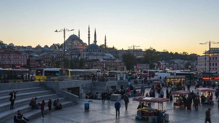 Wall Mural - Istanbul city time lapse, People in Istanbul with view of Suleymaniye Mosque in Istanbul, Turkey day to night timelapse 4K