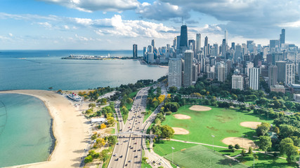 Fototapete - Chicago skyline aerial drone view from above, lake Michigan and city of Chicago downtown skyscrapers cityscape from Lincoln park, Illinois, USA