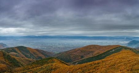 Panorámica de El Bierzo y la ciudad de Ponferrada desde lo alto de las montañas.