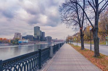 Obraz Moscow - October 21, 2018: Taras Shevchenko embankment and view on the World Trade Center. - fototapety do salonu